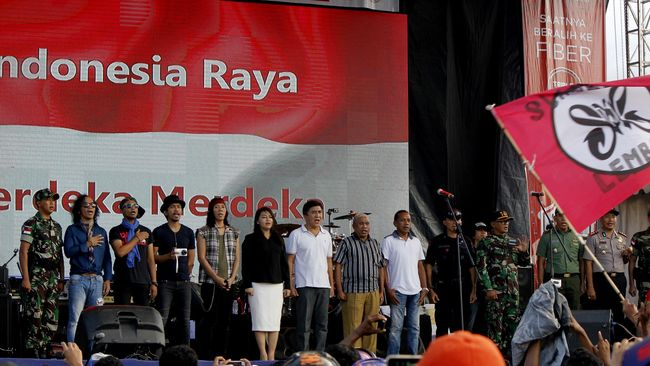 Slank ikut mengisi acara Apel Kebangsaan 'Kita Merah Putih' yang digelar Pemprov Jateng di Semarang. Apel ini dikritik karena menggunakan dana APBD Rp18 miliar.