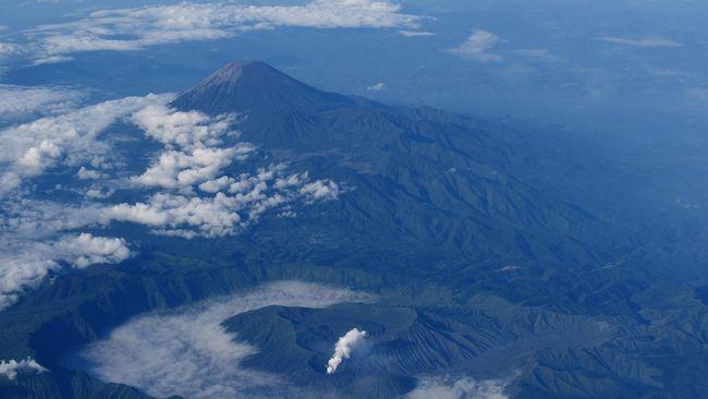 Pendakian ke Semeru (3.676 mdpl) ditutup sementara sejak 30 November 2020 karena aktivitas vukanis gunung mengalami peningkatan.