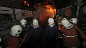 Mal Pluit Junction Kebakaran, 10 Damkar Dikerahkan