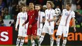 Tim debutan di Piala Eropa 2016, Islandia, sukses menahan imbang Portugal yang diperkuat Cristiano Ronaldo. Berikut ini foto-foto terbaik pertandingan.