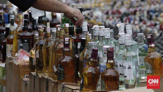 Yayasan Lembaga Konsumen Indonesia menyatakan konsumsi masyarakat terhadap minuman beralkohol cukup dikendalikan saja, bukan dilarang.