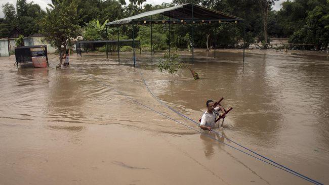 Sungai Bengawan Solo meluap setinggi 13,20 meter pada Sabtu (20/1). Antisipasi bencana banjir sedang dilakukan.