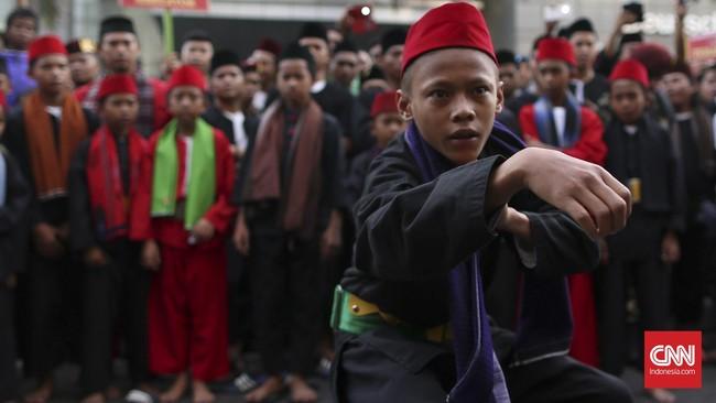 Silat atau maen pukulan adalah budaya asli Betawi yang mendapat pengaruh banyak budaya. Ada sekitar 317 aliran silat di wilayah Jakarta.
