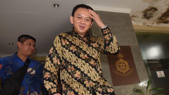 Gubernur Lampung Sjachroedin ZP pada 2008 meminta judicial review agar petahana tak harus mundur jika ingin maju kembali pada Pilkada.