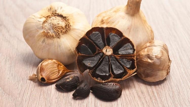 Popularitas bawang hitam meningkat dalam beberapa tahun terakhir karena selain punya rasa yang unik juga banyak manfaatnya. Cari tahu soal bawang hitam yuk Bun!