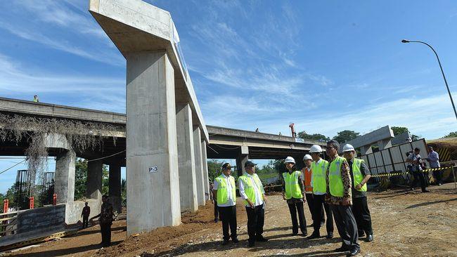 Pembangunan infrastruktur skala besar ala Presiden Joko Widodo menyisakan banyak persoalan macam meluasnya konflik agraria dan penyingkiran petani.