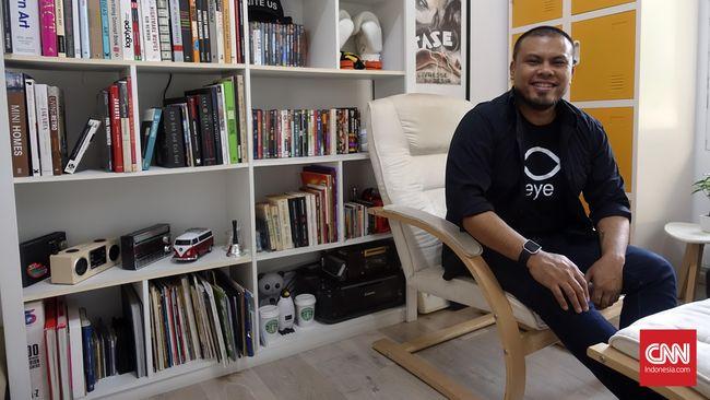 Joko Anwar kali ini bercerita kepada CNNIndonesia.com tentang alasan dia mendukung Ahok-Djarot dan aktivitasnya 'berkampanye' di Twitter.