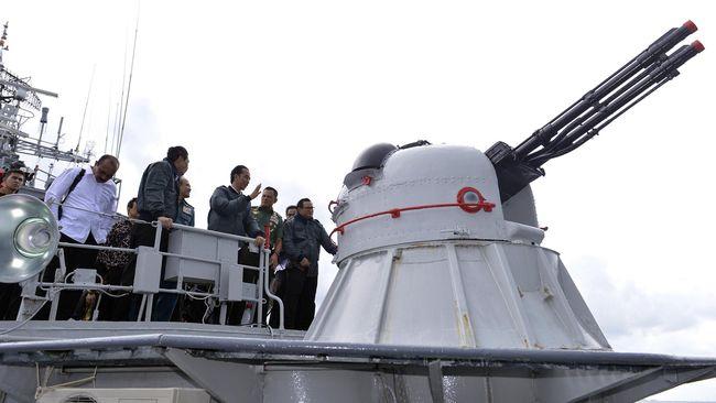 Presiden RI Joko Widodo mengirim sinyal kuat kepada pemerintah China. Hari ini, ia menggelar rapat di atas kapal perang RI yang menembak kapal China.