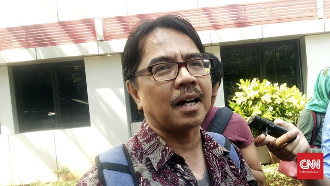 Ade Armando menduga ada upaya kriminalisasi terhadap dirinya di balik pelaporan bertubi-tubi ke polisi akibat mengkritik pentolan FPI, Rizieq Shihab.