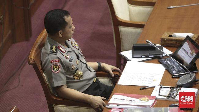 Sekretaris Kabinet Pramono Anung mengatakan, Komisaris Jenderal Tito Karnavian akan dilantik menjadi Kapolri setelah Hari Kepolisian Nasional 1 Juli.