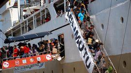 181 TKI dari Malaysia Merapat di Pelabuhan Semarang