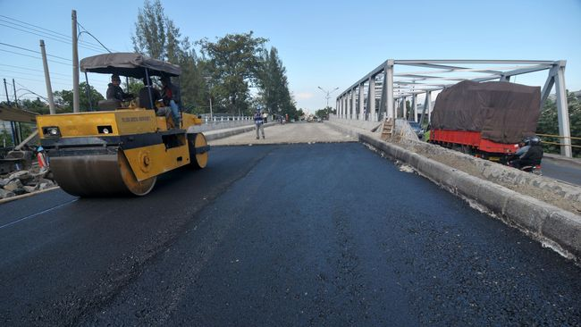 Menteri PUPR Basuki Hadimuljono akan mengganti 38 jembatan tua di Jawa Tengah. Jembatan tersebut sudah dibangun sejak 1970-1980.