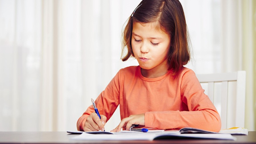 Tips Ini Berguna Bagi si Kecil yang Sering Lupa Kerjakan PR