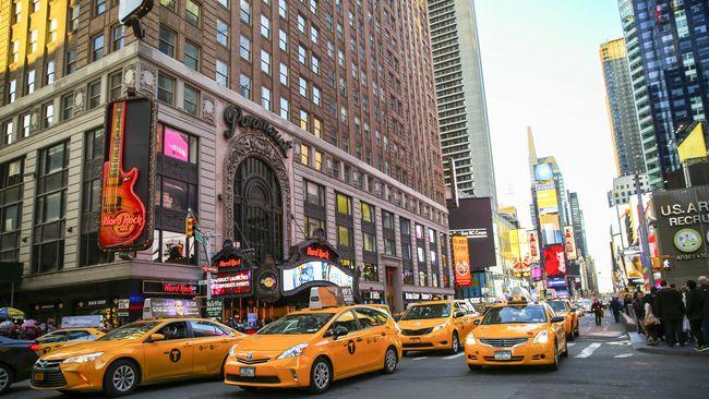 Laman film porno 'Fake Taxi' mengumumkan mobil ikonis pertama mereka dicuri oleh maling. Mobil taksi klasik tersebut adalah kendaraan pertama andalan film itu.