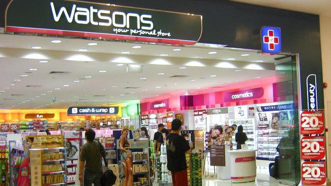 Apotek dan toko ritel di sejumlah mal di Jakarta mengaku kehabisan stok masker, hand sanitizer hingga tisu basah.