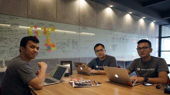 Urbanhire menindaklanjuti yang tak dilakukan portal lowongan kerja. Mereka memfasilitasi sistem pengelompokan lamaran, membuat jadwal wawancara, dan tes online.