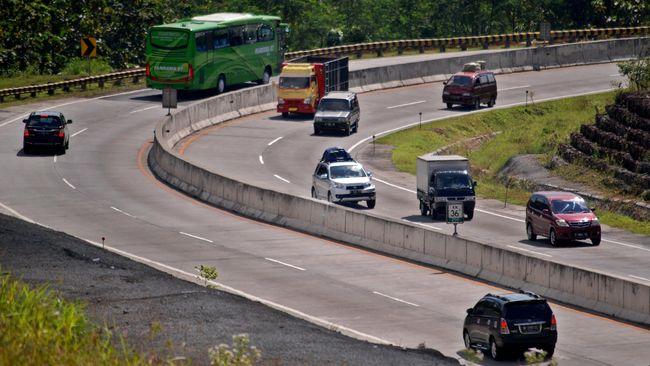 PT Jasa Marga Cabang Semarang akan menerapkan rekayasa tol satu tarif di tiga ruas tol dalam kota Semarang.