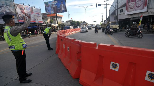 Sejak pagi sampai pukul 19.00 WIB posko pemantau Kementerian Perhubungan tak mencatat kejadian luar biasa di sejumlah titik jalan yang biasa dipadati kendaraan.