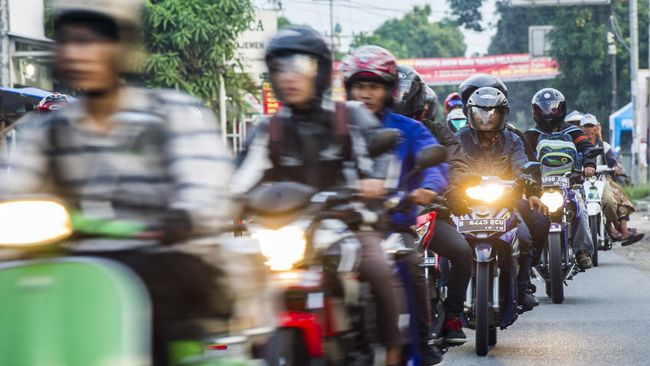 Dinas Perhubungan DKI Jakarta tengah mengkaji pembatasan akses sepeda motor di sejumlah ruas jalan protokol hingga ke kawasan Bundaran Senayan.