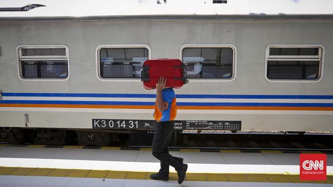 Hal itu berkat perjalanan kereta api ditambah menjadi 372 perjalanan dibandingkan dengan tahun lalu 370 perjalanan.