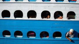 Kapal Patah Kemudi Terombang-ambing di Maluku Tenggara