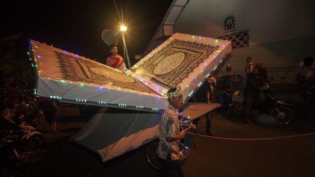 Setiap Muslim disunahkan untuk menyemarakkan malam takbiran yakni saat malam hari jelang Idul Adha 10 Dzulhijjah untuk mengumandangkan bacaan takbir.