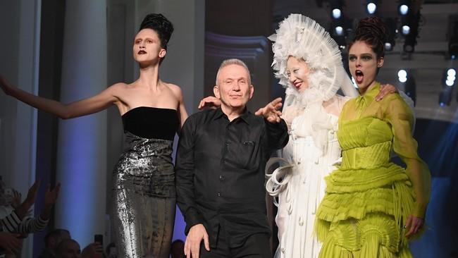 Paris Fahion Week menghadirkan koleksi busana haute couture dari para desainer kelas dunia seperti Versace, Chanel, sampai Jean Paul Gaultier.