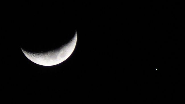 Fenomena astronomi di langit Indonesia hingga akhir September meliputi Konjungsi Tripel Bulan-Jupiter-Saturnus hingga Ekuinoks.