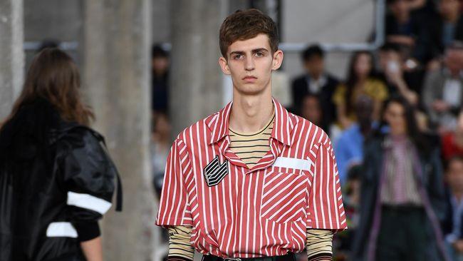 Di Paris Fashion Week Menswear, Hermes menampilkan gaya konservatif sementara Lanvin menyajikan citra sembrono namun tetap romantis.