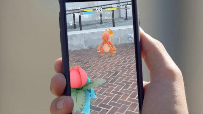 Meroketnya popularitas Pokemon Go membuat game ini berhasil 'melucuti' media sosial besar sekelas Twitter hingga Snapchat.