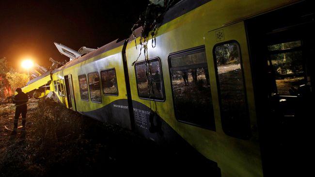 Sebuah kereta cepat yang mengangkut sekitar 360 penumpang tergelincir di Turki, menyebabkan 10 penumpang tewas dan 73 lainnya luka-luka.