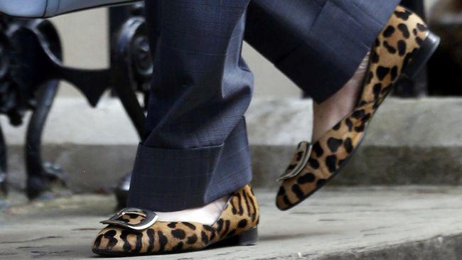 Beda momen, beda pula jenis alas kaki yang digunakan. Namun, ada beberapa jenis alas kaki yang wajib dimiliki wanita.