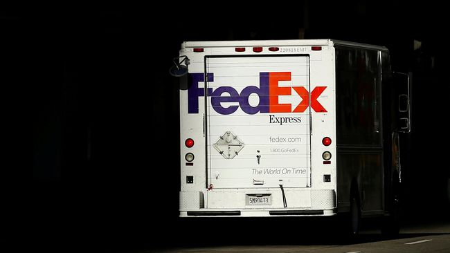Perusahaan pengiriman barang FedEx melayangkan gugatan kepada Departemen Perdagangan AS karena mengharuskan perusahaan untuk memberlakukan larangan ekspor.