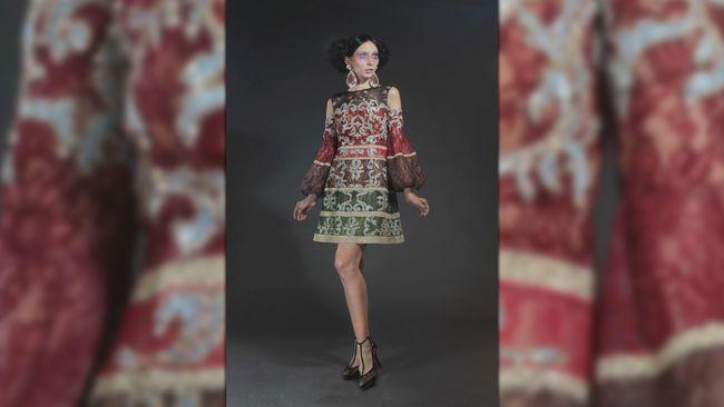 Di Paris Couture Week, desainer Indonesia, Sebastian Gunawan menampilkan koleksi adibusana dengan nafas baru, hasil kolaborasinya dengan COUTURiSSIMO.