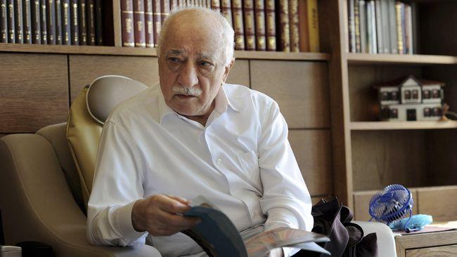 AS mengevaluasi dokumen baru dari Turki untuk menentukan ekstradisi Fethullah Gulen, tokoh agama yang disebut sebagai otak di balik kudeta gagal bulan lalu.