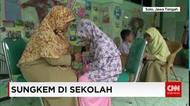 Doa Dan Sungkeman Warnai Hari Pertama Sekolah