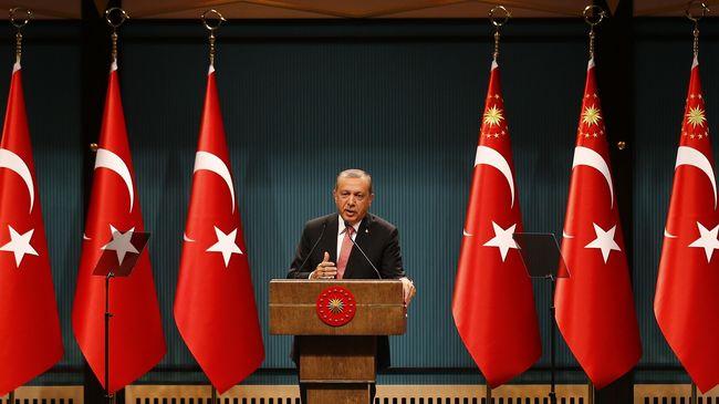 Presiden Tayyip Erdogan menyebut berbagai sekolah, firma, dan lembaga amal yang terkait dengan Gulen sebagai