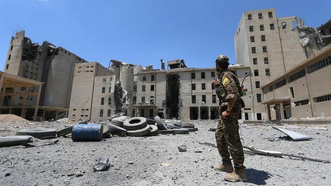 Pasukan pemberontak Suriah (SDF) membekuk sekelompok orang asing, termasuk dua warga AS yang diduga anggota ISIS.