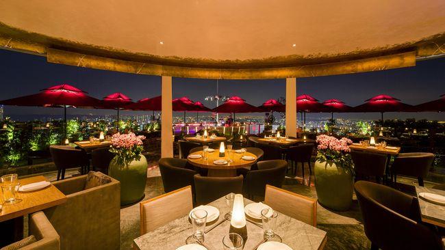 Restoran CÉ LA VI di Marina Bay Sands Singapura, merencanakan sebuah jamuan makan malam untuk dua orang seharga US$2 juta atau setara Rp26,2 miliar.