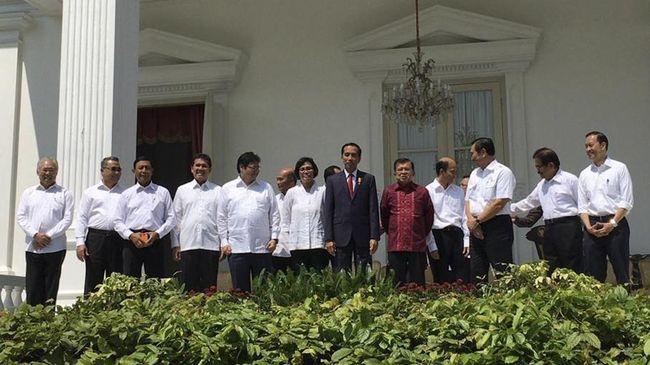 Presiden Joko Widodo merombak Kabinet Kerja guna menghadapi tantangan yang tidak ringan, seperti memberantas kemiskinan, kesenjangan ekonomi dan wilayah.