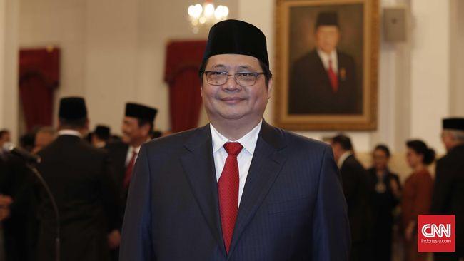 Sisa setahun masa kerja kabinet sebelum pilpres 2019 jadi alasan Jokowi tak mencopot Ketum Golkar Airlangga Hartarto dari jabatan menteri perindustrian.