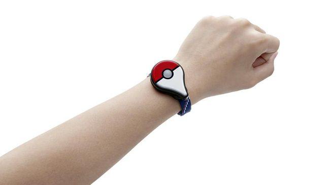 Pokemon Go Plus memungkinkan para pengguna Pokemon Go melakukan aksi dalam permainan tanpa harus mengeluarkan ponsel pintar mereka.
