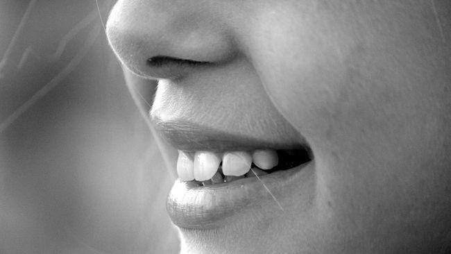Salah satu gejala penyakit sinusitis adalah rasa nyeri berkepanjangan pada rongga wajah atau sinus. Simak tanda-tanda sinusitis lainnya di artikel ini.