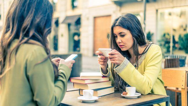 Situs PornHub keluarkan data bagaimana wanita biasa menikmati hiburan konsumsi dewasa dan ternyata mereka lebih suka menonton lewat telepon genggam.