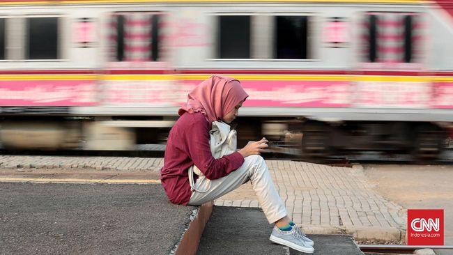 Saat Jakarta masih PSBB Transisi, KRL Commuter Line sudah kembali beroperasi normal seperti sebelum pandemi, yakni hingga pukul 24.00 WIB.