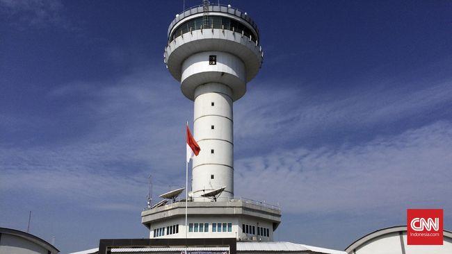 Kemenhub membekukan izin penerbangan maskapai ke tiga rute Jakarta-Ujung Pandang, Jakarta-Pontianak, dan Jakarta-Kualanamu karena melanggar aturan tarif.
