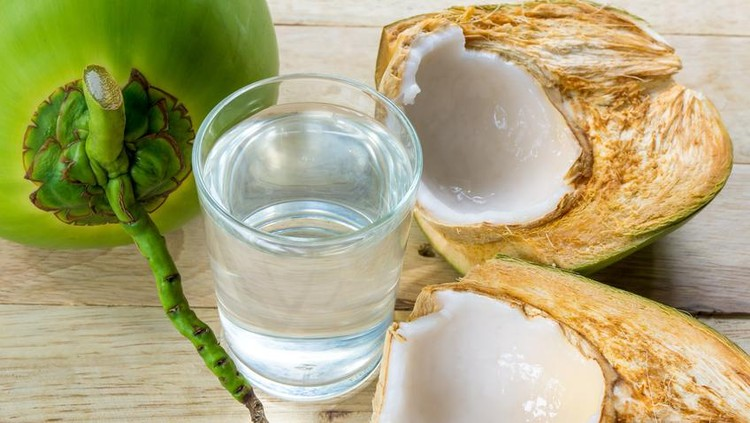 Ada mitos dan fakta seputar minum air kelapa saat hamil yang perlu Bunda tahu nih.