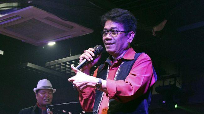 Eddy Silitonga, musisi senior Indonesia pelantun lagu 'Biarlah Sendiri', mengembuskan napas terakhir di RS Fatmawati, Jakarta, pada usia 65 tahun.