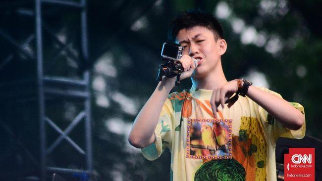 Rabu (7/6) kemarin, ia menandai kolaborasi besar bersama DJ ternama Diplo serta rapper Young Thug dan Rich The Kid lewat lagu berjudul Bankroll.