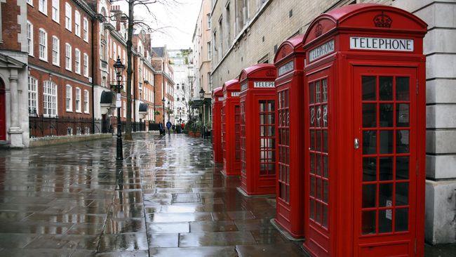 Seiring maraknya ponsel pada era 1990-an, fungsi boks telepon merah di Inggris pun tak lagi sama.